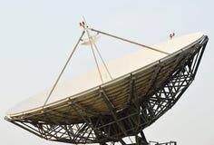 Большая спутниковая антенна-тарелка Стоковая Фотография