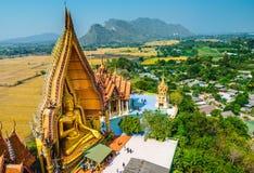 Большая статуя Будды на виске пещеры тигра (Wat Tham Sua), Kanchanab Стоковые Изображения