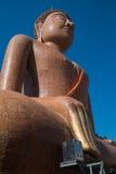 Большая статуя Будды на виске Phra челки Wat Klang Стоковая Фотография