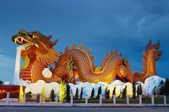 Большая статуя дракона на ноче Стоковое Фото
