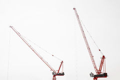 Большая строительная площадка включая несколько кранов работая на строительном комплексе Стоковое фото RF