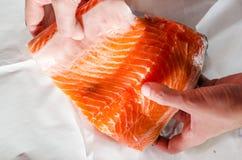 Большая сырцовая часть salmon филе стоковые фотографии rf