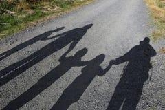 Большая тень семьи стоковые фото