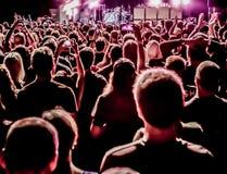 Большая толпа на концерте стоковая фотография