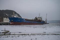 Большая часть Bal причаленная к набережной на порте Halden, в снежностях стоковое фото