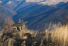 большие горы горы ландшафта Горное село в румынских Карпатах Стоковая Фотография RF