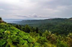 большие горы горы ландшафта Облака шторма в горах Стоковые Фото