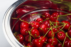 большие зрелые красные вишни Стоковое Изображение RF