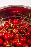 большие зрелые красные вишни Стоковое Изображение