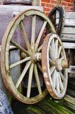 Большие и малые колеса телеги - HDR Стоковые Фотографии RF