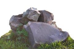 Большие камни на зеленой изолированной траве Стоковая Фотография