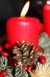 Большие красные свечи пришествия стоковые изображения rf