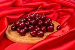 Большие красные темные вишни Стоковые Фотографии RF
