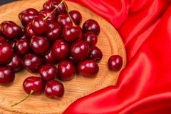 Большие красные темные вишни Стоковое Изображение RF