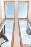 Большие окна в комнате Стоковые Фото