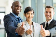 Большие пальцы руки бизнес-группы вверх Стоковые Изображения RF