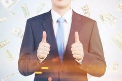 Большие пальцы руки вверх по человеку в долларе идут дождь, тонизированный Стоковая Фотография RF