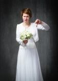 Большие пальцы руки дня свадьбы вниз стоковое изображение