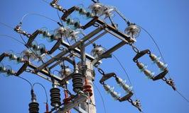большие переключатели линии электропередач с конкретным поляком и электрический стоковое фото rf