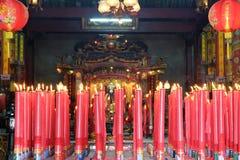 Большие свечи в святыне Стоковая Фотография