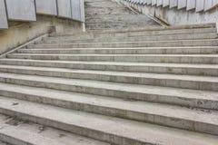 Большие серые каменные шаги Стоковая Фотография RF