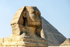 Большие сфинкс и пирамида Гизы, Каира, Египта Стоковая Фотография