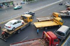 Большие тележки готовые для пересылки автомобилей, в автомобиле после выставки Стоковые Изображения