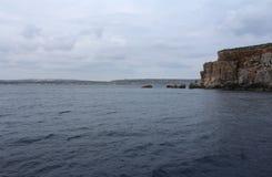 Большие утесы и Средиземное море, голубая лагуна, Gozo, республика Мальты Стоковое Фото