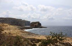 Большие утесы и Средиземное море, голубая лагуна, Gozo, республика Мальты стоковые изображения rf