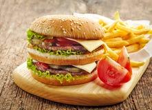 Большие фраи гамбургера и француза Стоковое Изображение