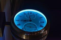 Большие часы на доме стоковое фото rf