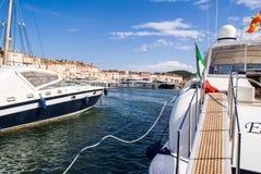 Большие шлюпки в гавани St Tropez стоковое фото