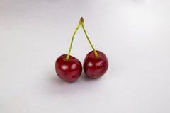 2 больших вишни красного цвета ягод Стоковая Фотография
