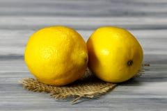 2 больших лимона Стоковые Фото