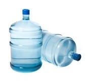 2 больших пластичных бутылки для питьевой воды Стоковое Изображение