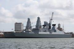 2 больших серых военного корабля причаленного в гавани Портсмута Стоковое фото RF