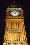 Большое Бен в Лондоне загорелось на ноче Стоковое Изображение
