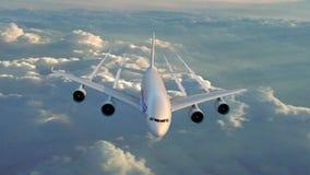Большое летание самолета двигателя в небе захода солнца видеоматериал