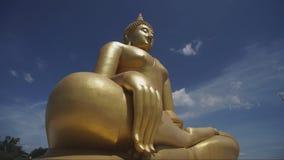 Большое золотое и искусство Будды на muang Wat акции видеоматериалы