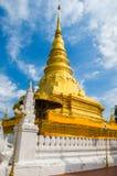 Большое золотое stupa Стоковые Фотографии RF
