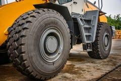 Большое колесо и бульдозер Стоковая Фотография RF