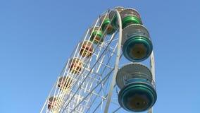 Большое колесо на ярмарке потехи сток-видео