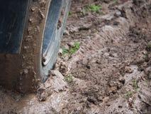 Большое колесо тележки на грязи Стоковые Изображения RF