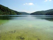 Большое озеро в горах Стоковые Фотографии RF