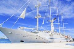 Большое парусное судно круиза в порте на обваловке города Zadar Стоковые Фото