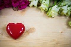 Большое сердце на деревянной предпосылке Стоковые Фотографии RF