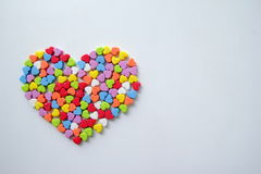 Большое сердце от маленьких светя красочных сердец на день ` s валентинки Стоковая Фотография