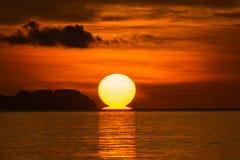 Большое солнце на восходе солнца Стоковые Изображения RF
