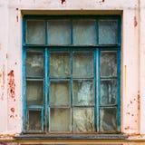 Большое старое голубое деревянное окно Стоковые Изображения