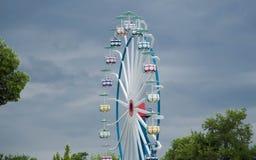 Большое Ferris катит внутри пасмурную погоду Стоковые Фотографии RF